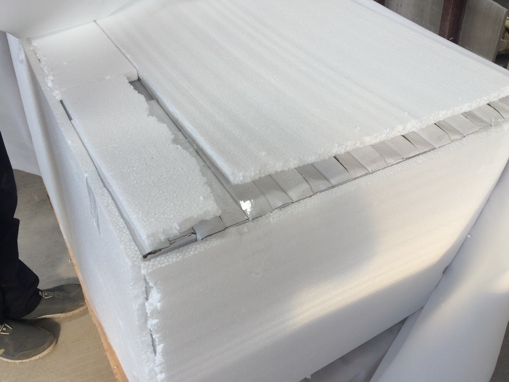 White wood polished tiles Packing